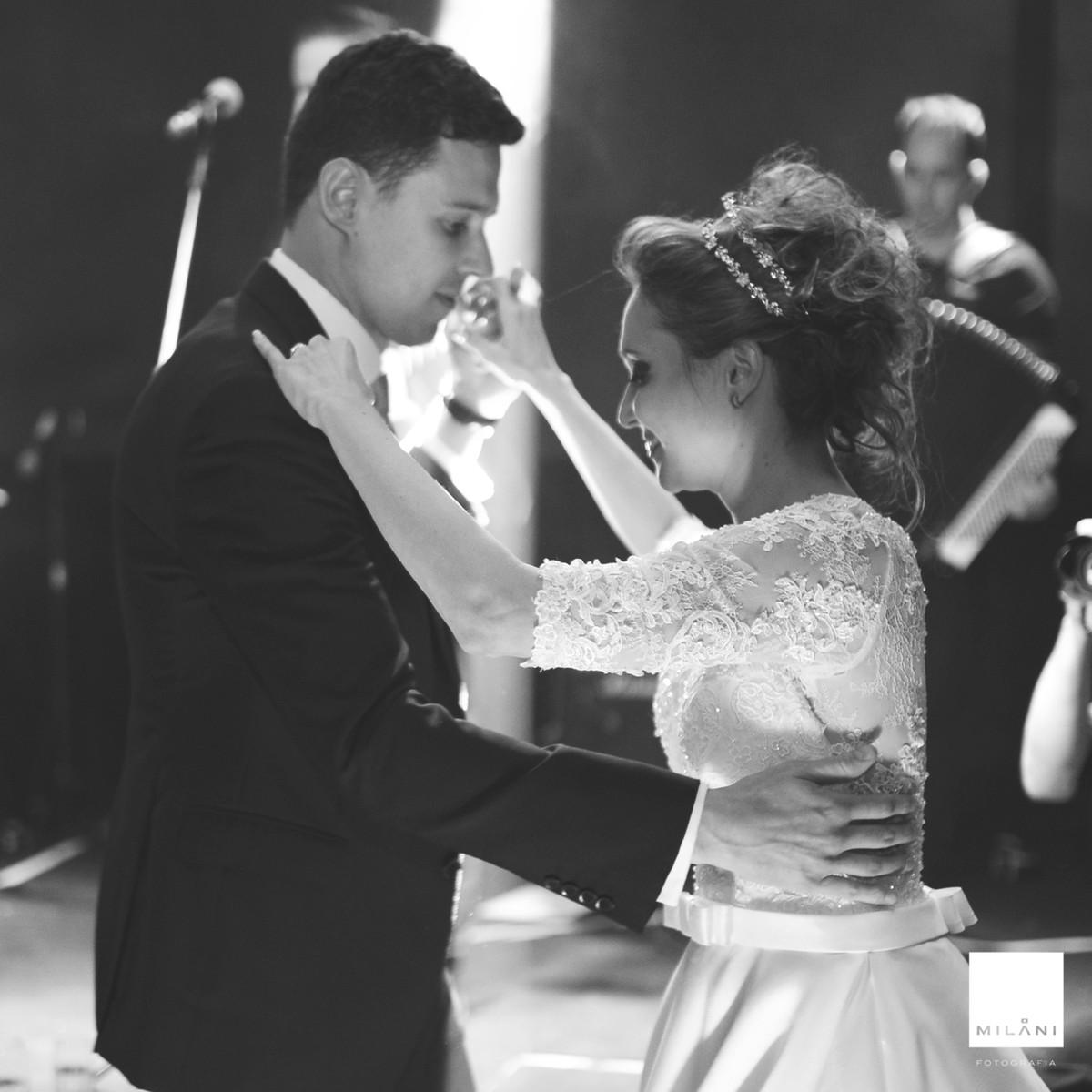 A dança do casal na casa de campo de Ribeirão Preto