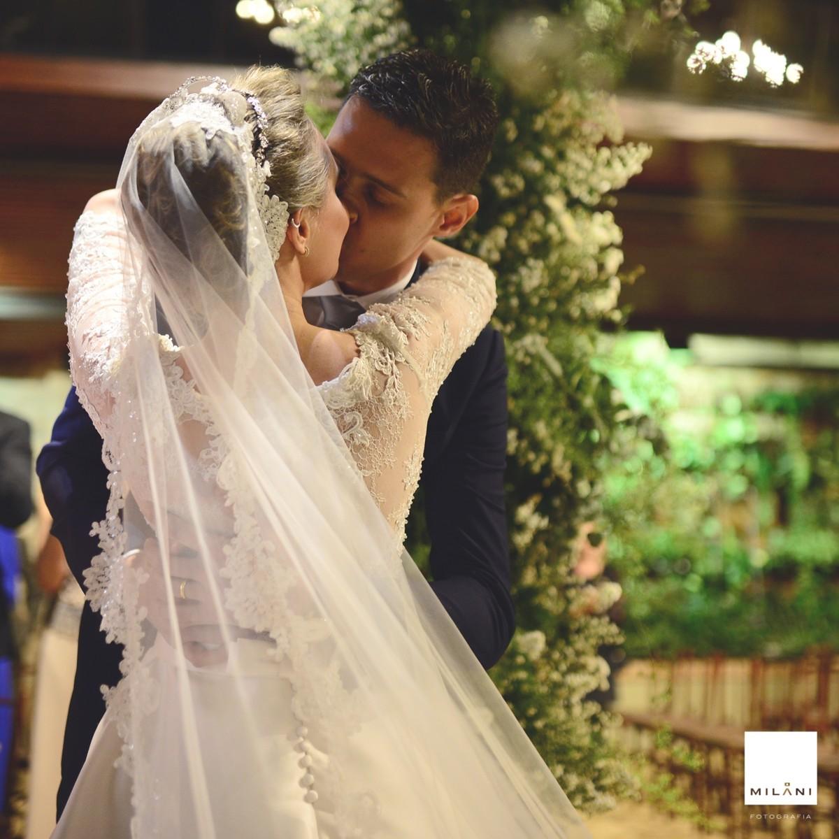 O beijo do casal Marina e Luis Fernando