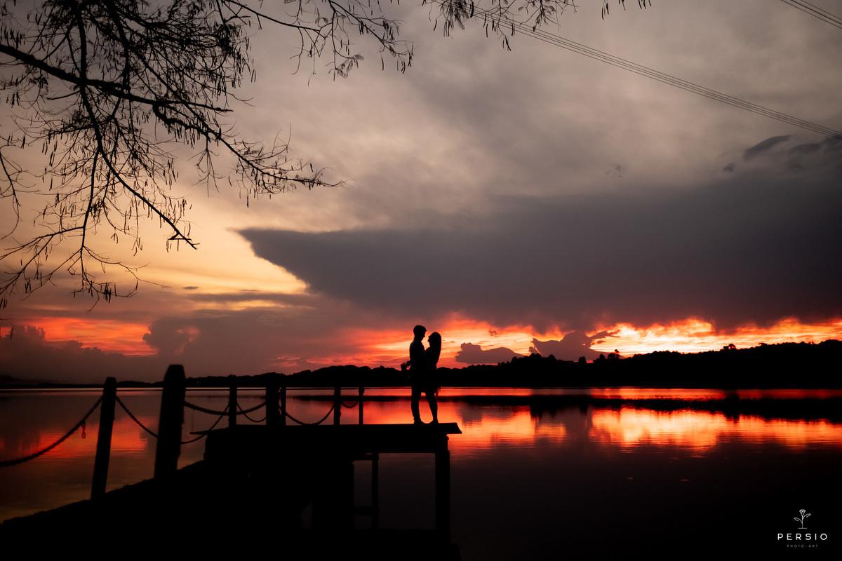 Imagem capa - Saiba como escolher o cenário perfeito para o seu pré-wedding por Raphaela e Heliel Persio