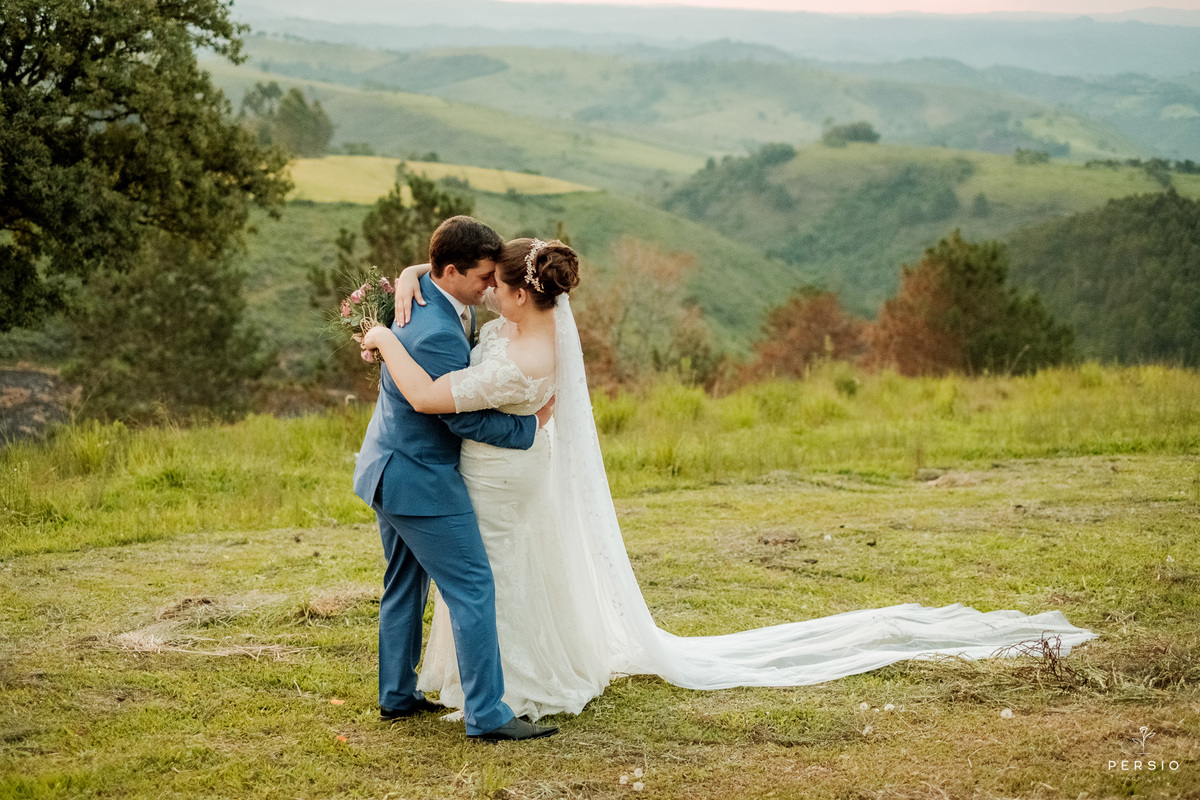 Imagem capa - Elopement Wedding: entenda o que é e como funciona esse casamento por Raphaela e Heliel Persio