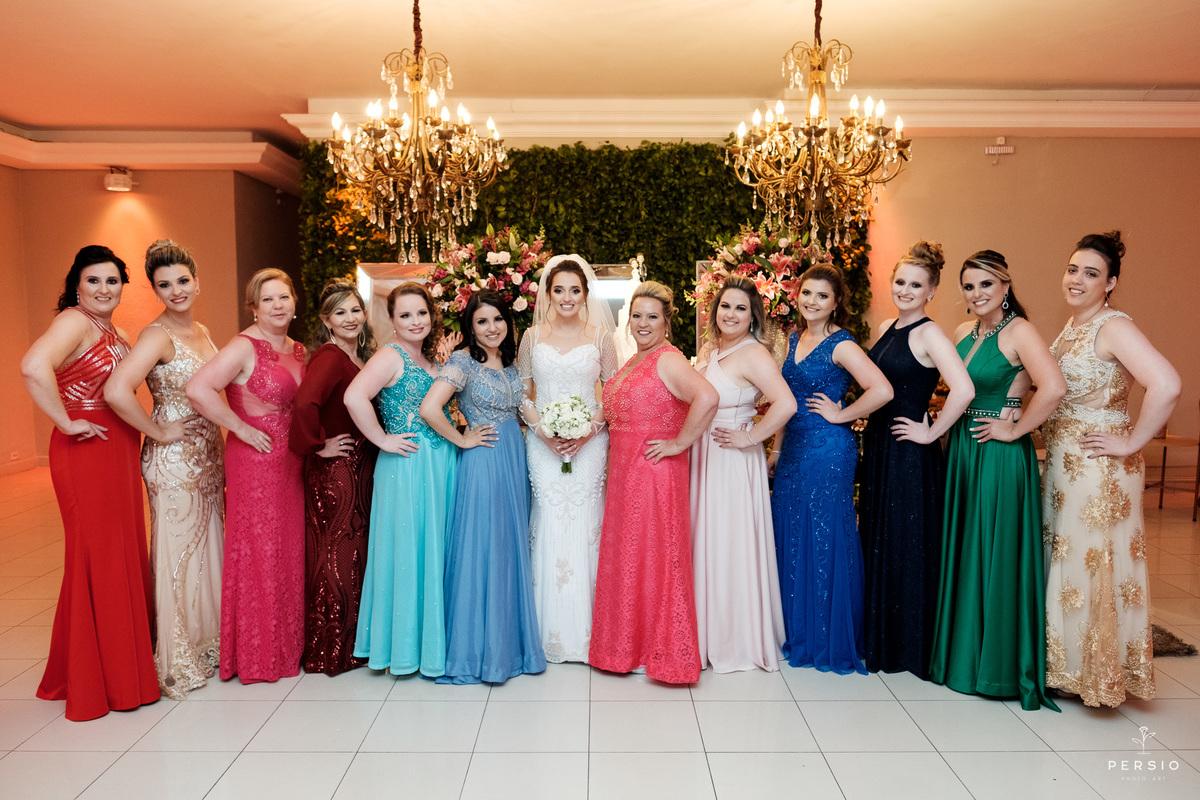 Imagem capa - Descubra como escolher a cor ideal para o vestido das suas madrinhas por Raphaela e Heliel Persio