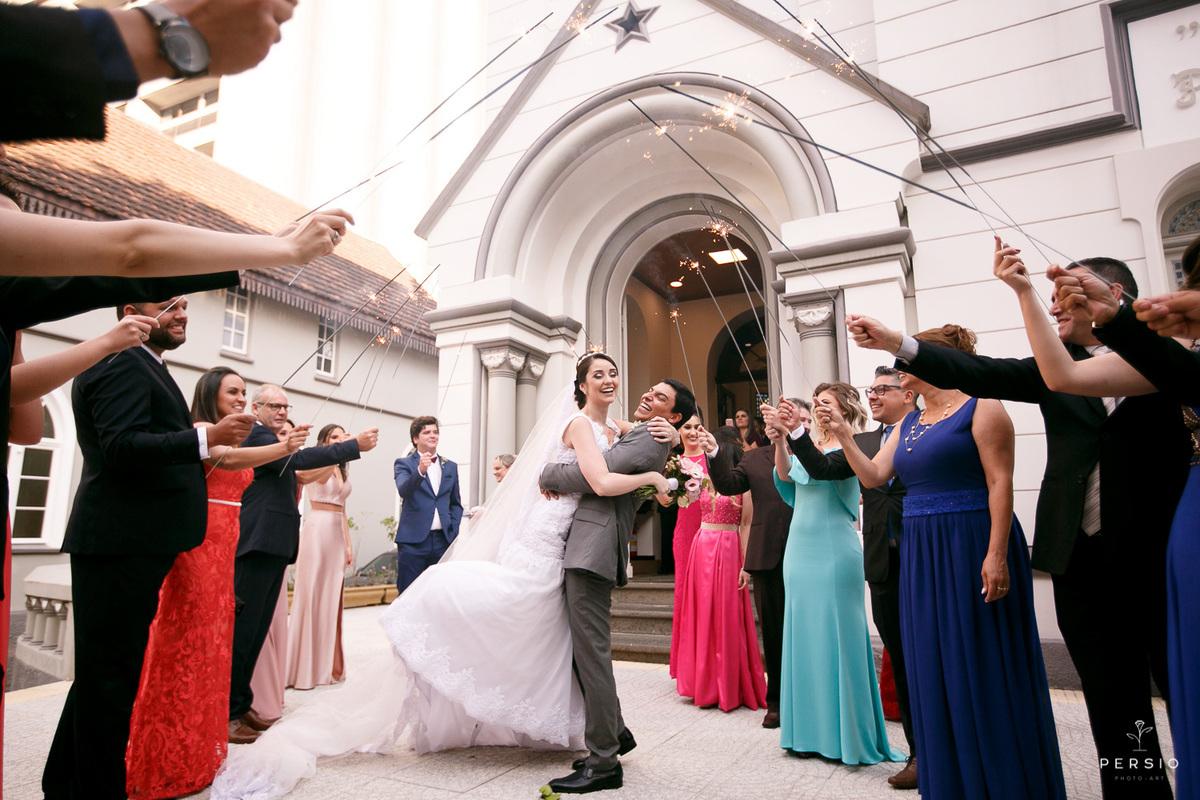 Imagem capa - Quanto tempo antes do casamento é recomendado convidar os padrinhos? por Raphaela e Heliel Persio