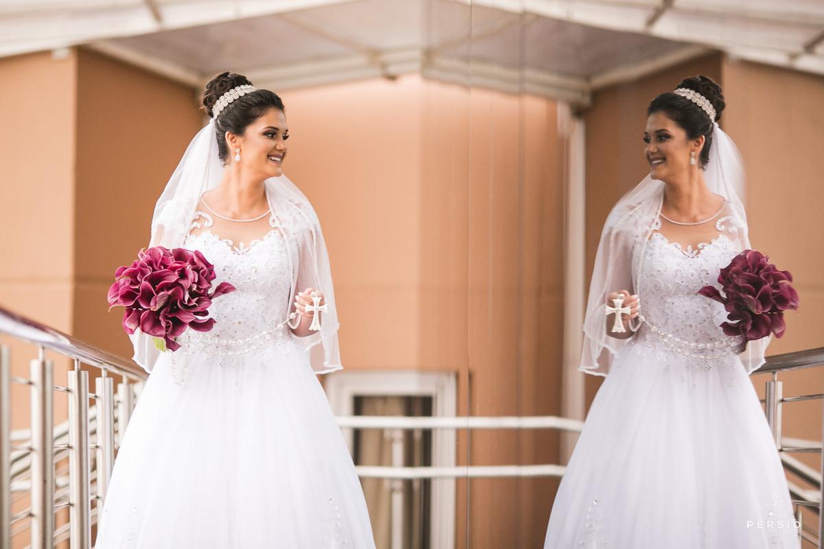 Imagem capa - Buquê de noiva: você conhece o significado por trás desse item? por Raphaela e Heliel Persio