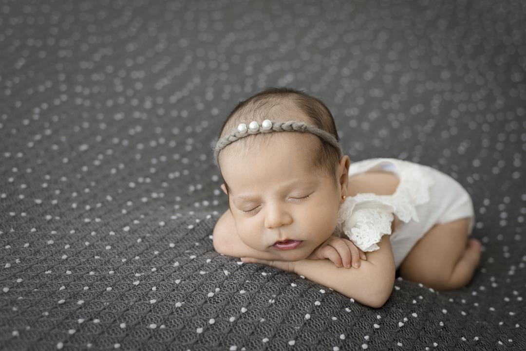 Imagem capa - Quando devo agendar o ensaio newborn do meu filho? por Karla Custodio