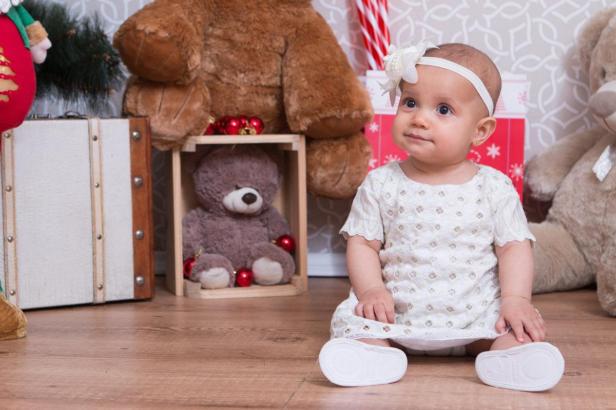 fotografia de criança, fotografia cenário de natal, criança feliz, criança no natal, fotografia de natal, fotografia de menino no natal, fotografia de menina, vestido de menina, natal de menina
