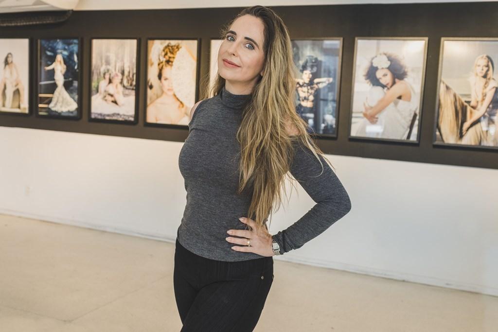 Imagem capa - Exposição de Renata Xavier com as capas da revista Noivas Rio por Renata Xavier
