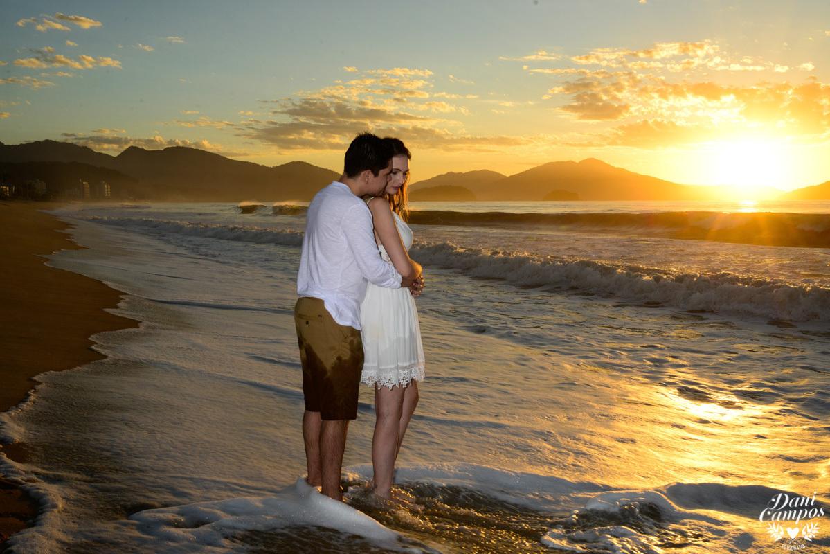 nascer do sol fotografia de casamento pre wedding fotografos no litoral casamento na praia casar de dia fotoss na praia fotos de casal beach Ilha Bela Ubatuba Caraguatatuba Dani Campos fotografia