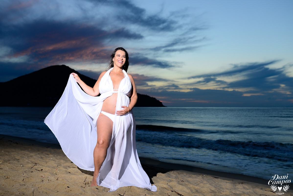 ensaio fotográfico gestante gravida na praia ensaio gravidez praia beach dani campos fotografia maternidade fotografos no litoral fotografo de familia nascer do sol na praia