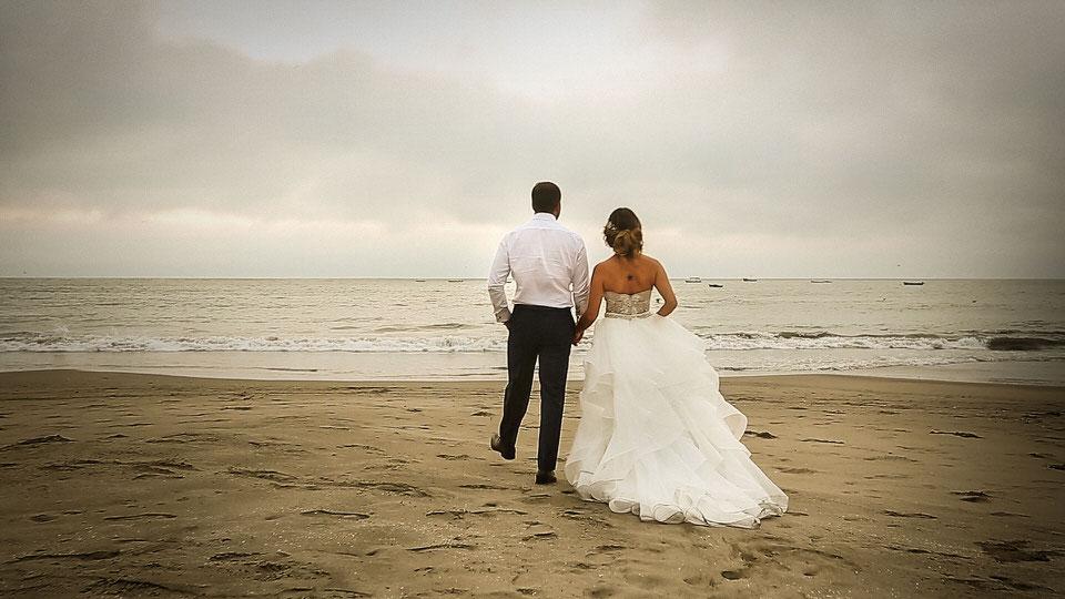 Imagem capa - Cómo grabar bodas en la playa, herramientas y técnicas. por Edward Bolívar Sánchez