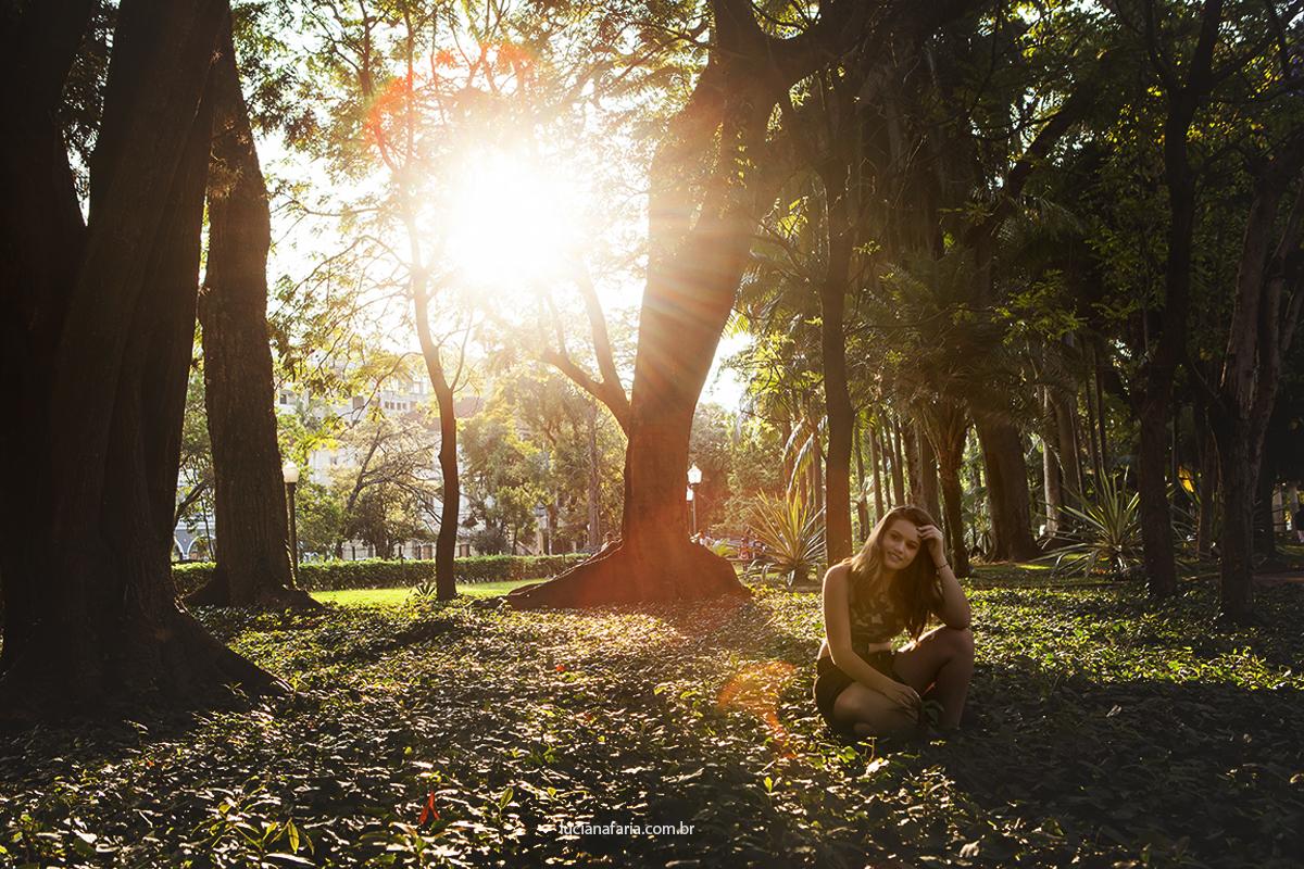 fotografia por do sol no centro de poços de caldas ensaio para aniversário de 15 anos