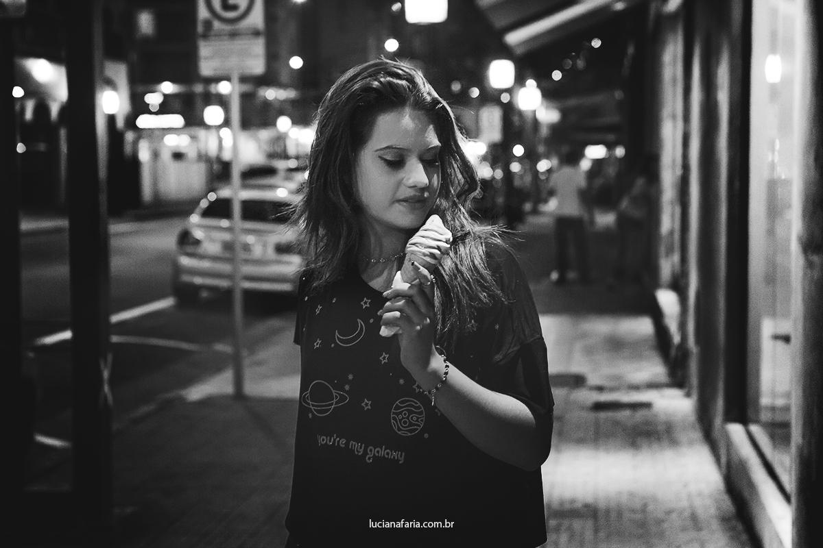 fotos de menina de 15 anos em ensaio de fotos para festa de 15 anos fotos na rua a noite
