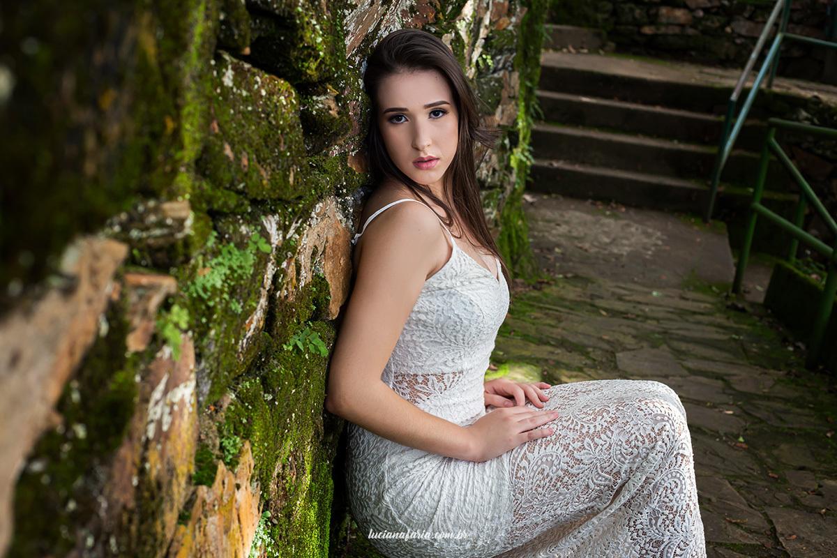 fotografias de 15 anos na cachoeira de poços de caldas ensaio de debutante na natureza fotógrafa Luciana Faria fez ensaio de 15