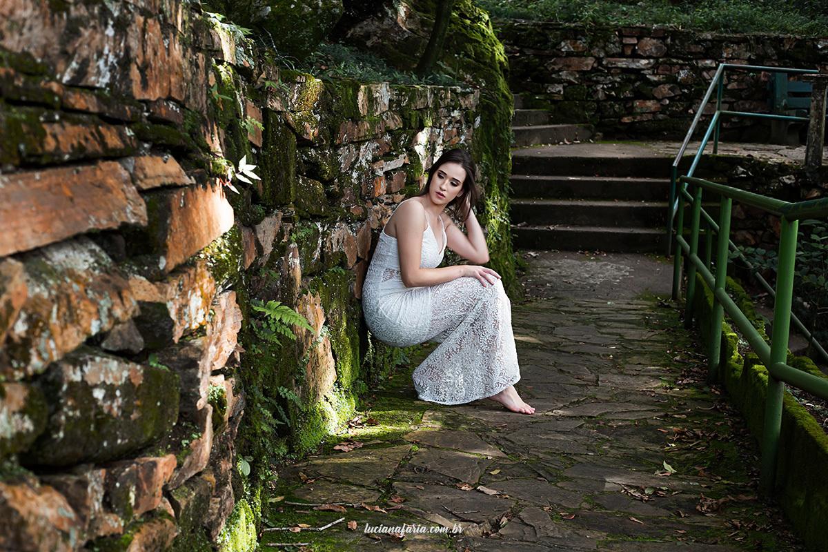 ponto turistico de poços de caldas cachoeira véu das noiva foi cenário para ensaio de 15 anos com Luciana Faria fotógrafa mulher em poços de caldas