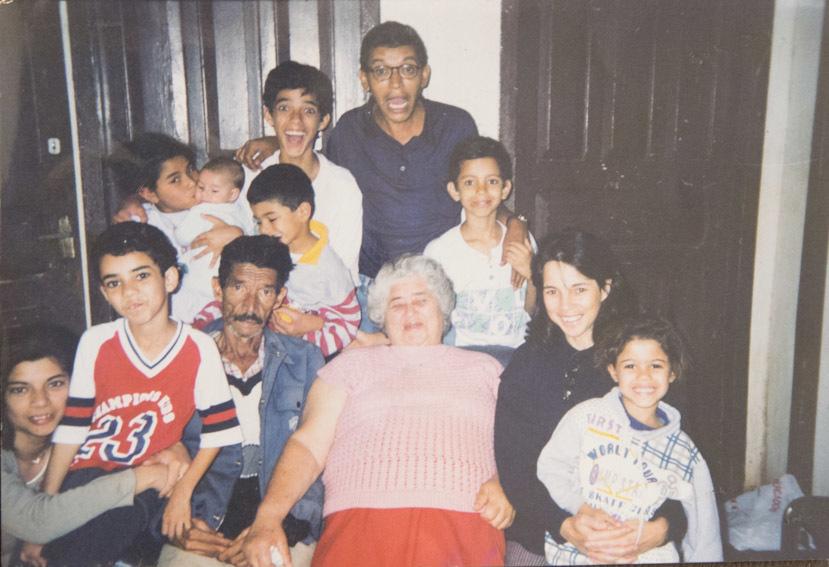 Imagem capa - Sentar com a família para ver fotografias: Saiba por que isso é tão mágico por Lucas Pereira