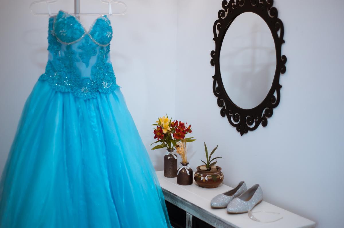 Imagem capa - Saiba quais as tendências de vestidos para festa de 15 anos, em 2018 por dalto campos