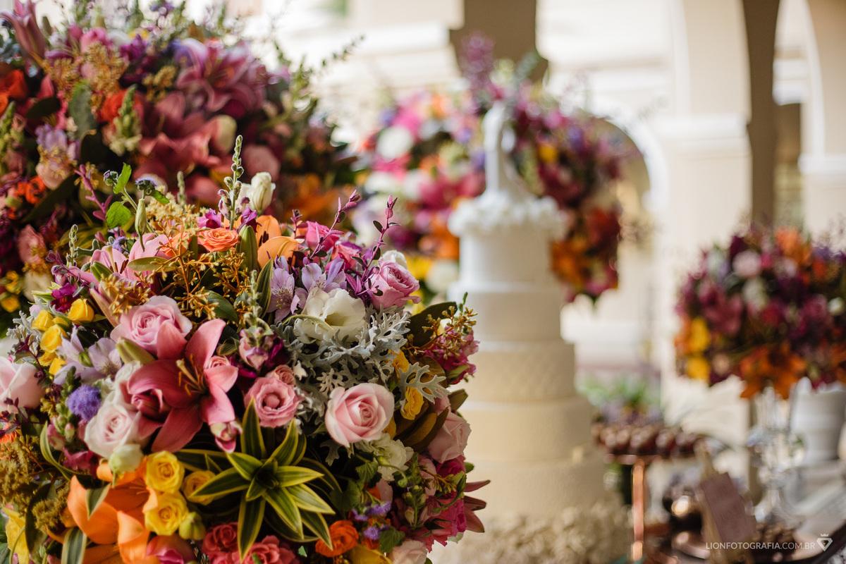 Imagem capa - Casamento em um antigo Seminário Carmelita - Confira inspiração para decoração! por Guilherme Lion