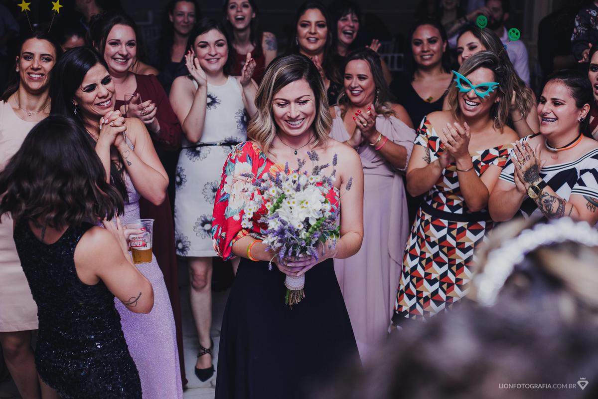 Imagem capa - Surpresa: Pedido de casamento é feito durante festa de casamento em Mairinque por Guilherme Lion