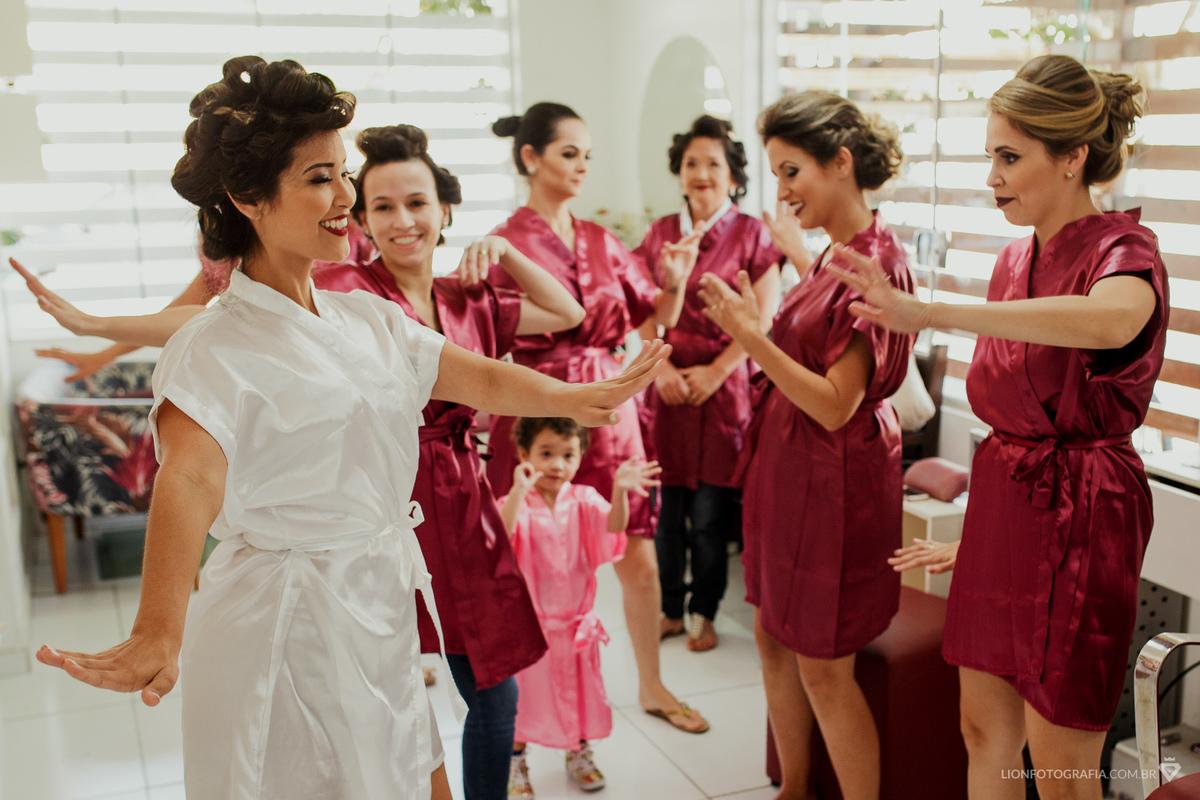Imagem capa - Dica: Salões de Beleza para fazer o making of da Noiva em São Roque - SP por Guilherme Lion
