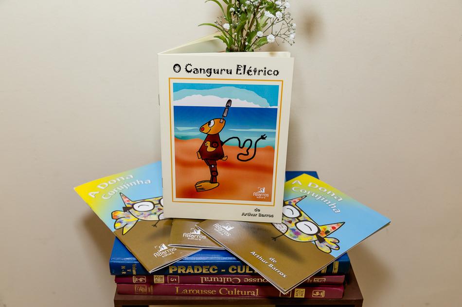 Imagem capa - O menino Arthur e seu sonho de escrever livros  por Ana Paula Marques dos Santos