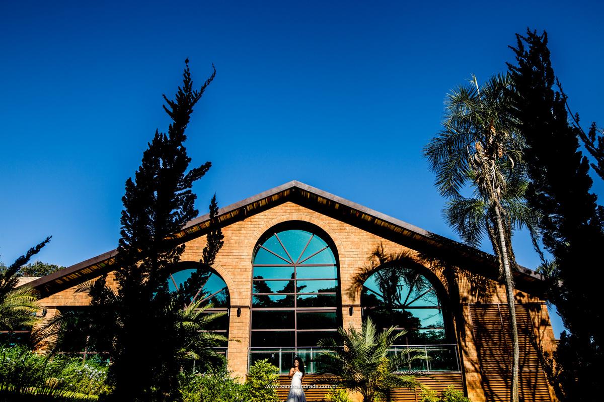 Frente do salão principal do Haras da Lenda, belissima arquitetura, lugar encantador e uma noiva deslumbrante.