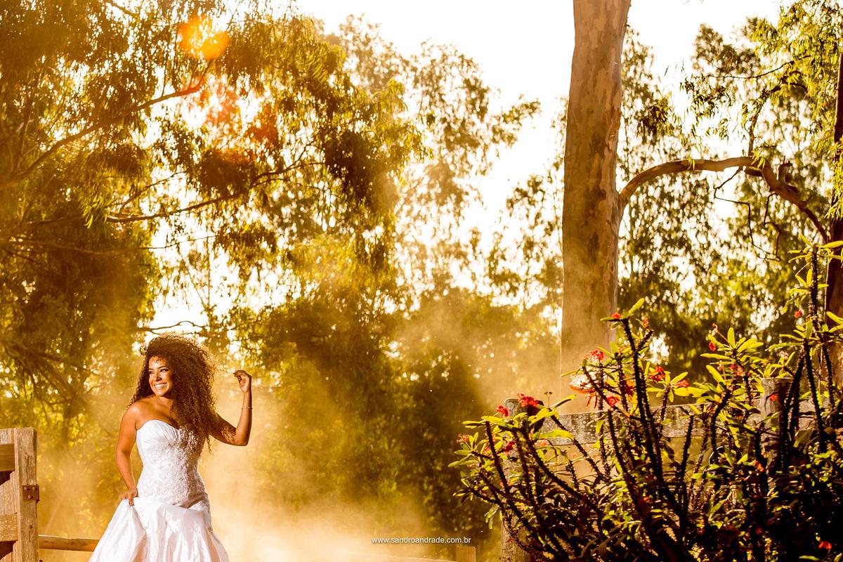 Sorriso encantador, cachos, pele bonita e um belissimo por do sol no Haras da Lenda.