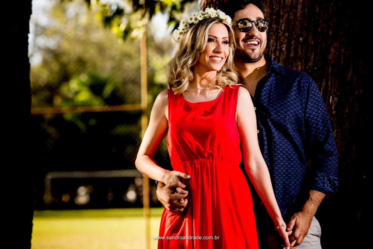 O lindo casal Isabella e Bruno em um lindo ensaio de prévia romantica
