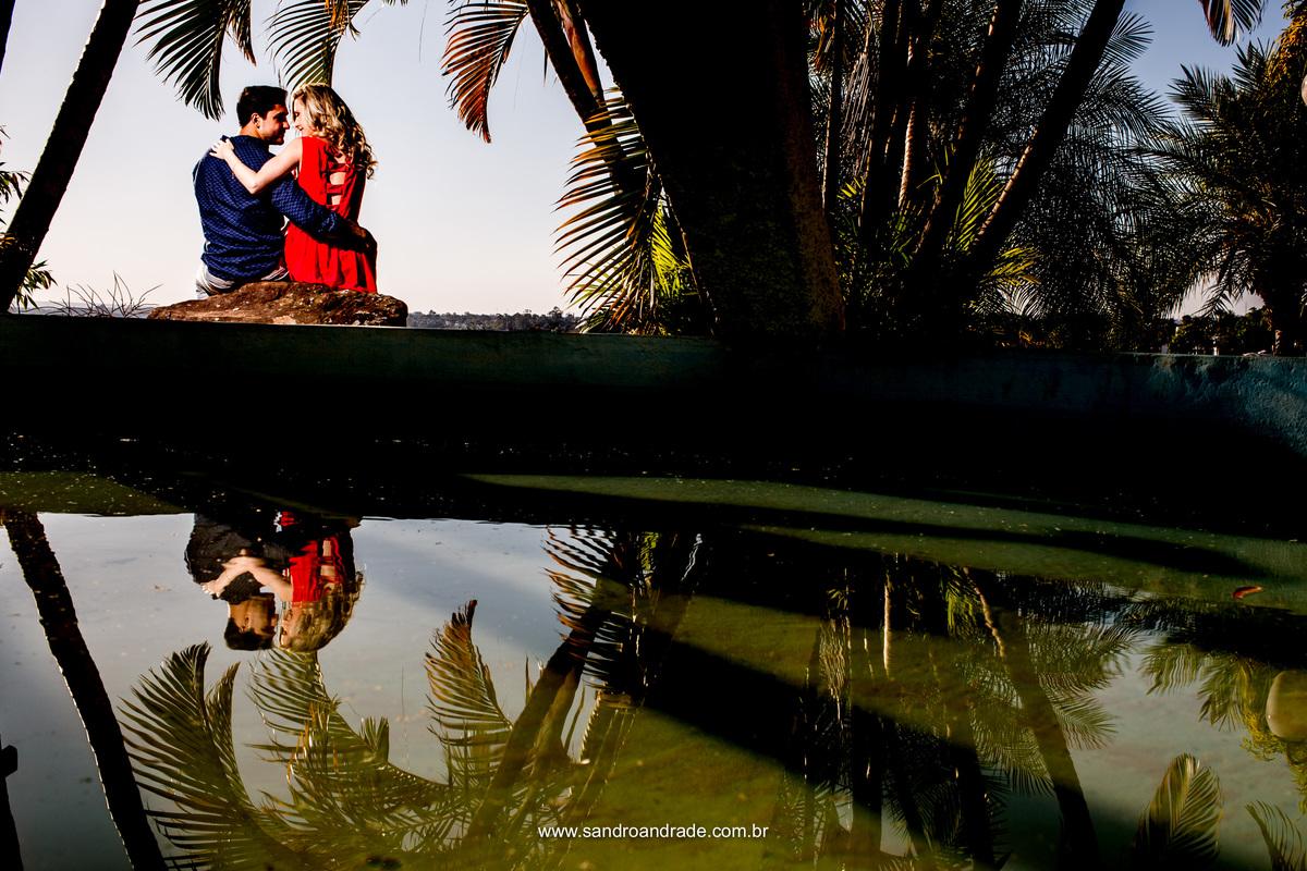 Amor, reflexo, um abraço apaixonado.