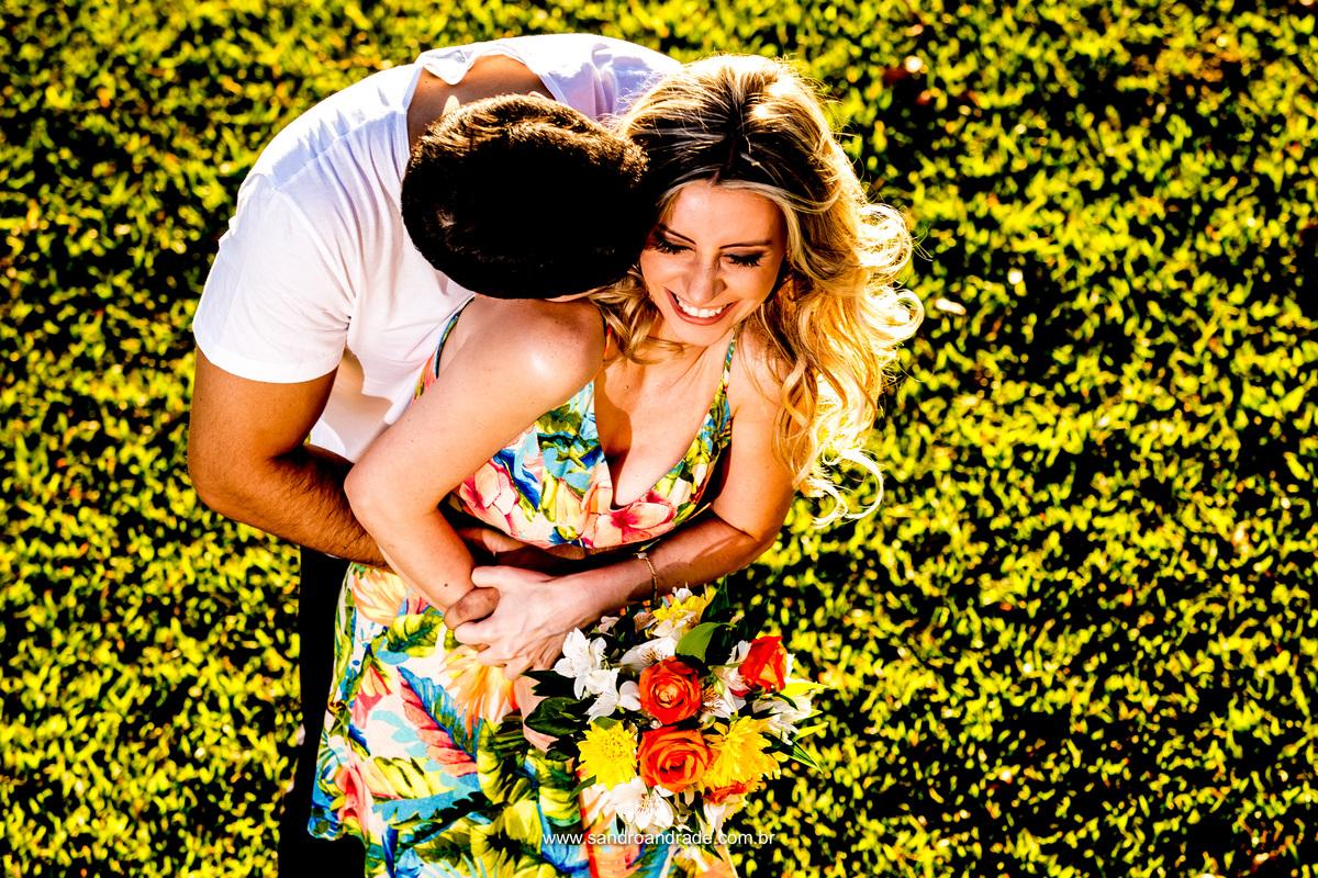 Abraço apertado... quero estar nos seus braços com este sorriso espontaneo e embriagar-me com teu cheiro.