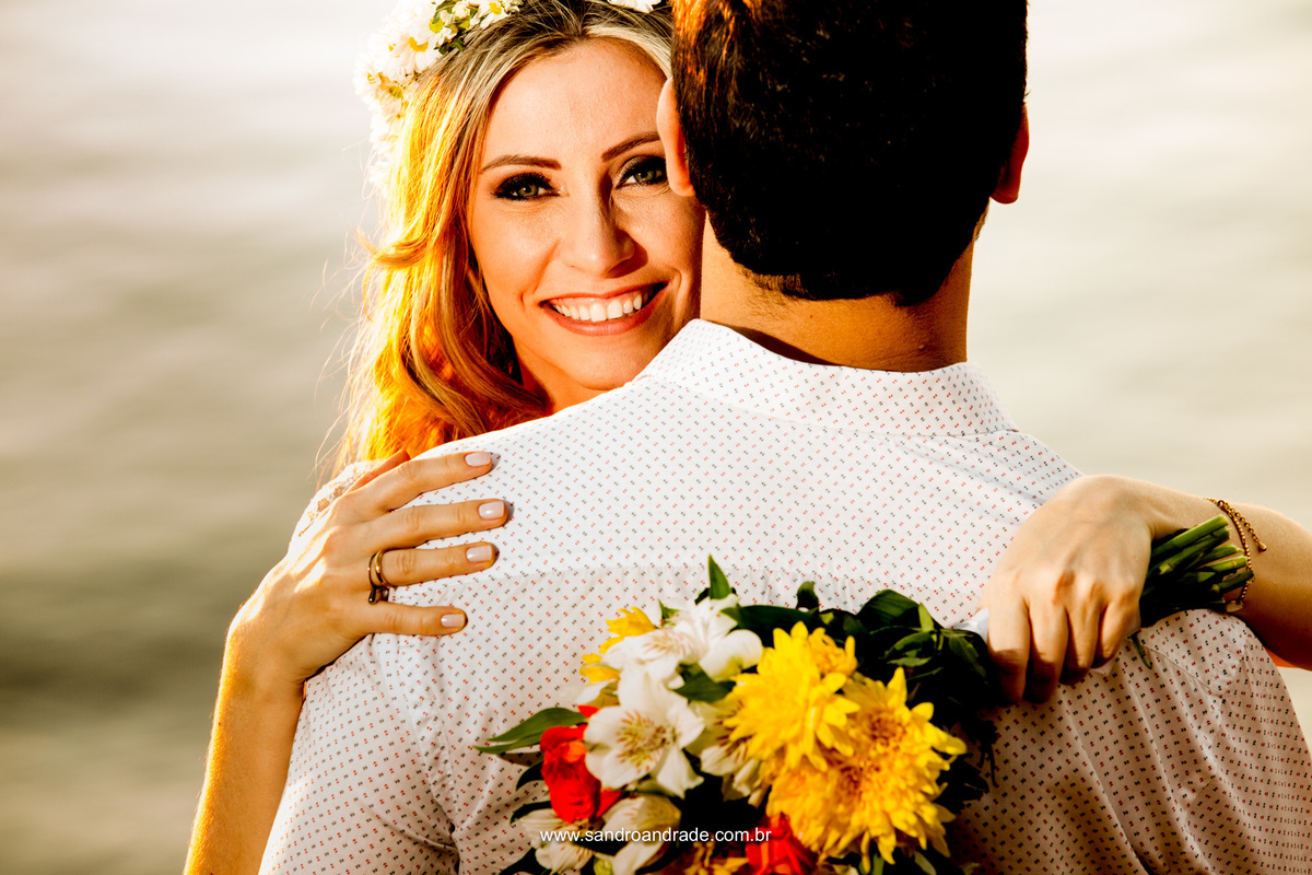 Pela luz dos olhos teus Eu acho, meu amor, que só se pode achar Que a luz dos olhos meus precisa se casar...