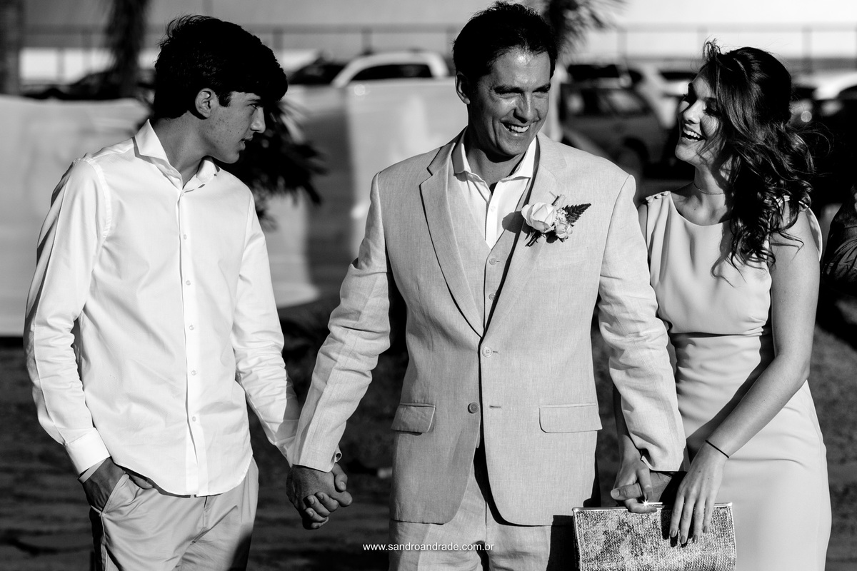 Emocionante entrada do noivo com seus filhos