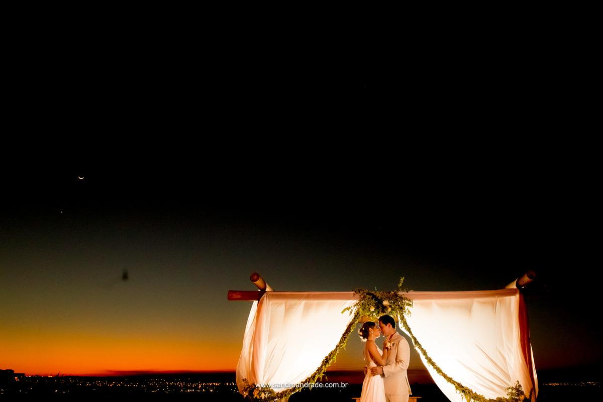 Uma belissima cerimonia ao por do sol e agora este presente lindo do Senhor, um céu magnifico para registrar esse amor.