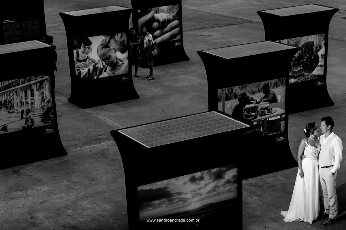 Em meio a tantas historias desta exposição fotográfica eles eles fazem um retrato da sua própria história de amor.