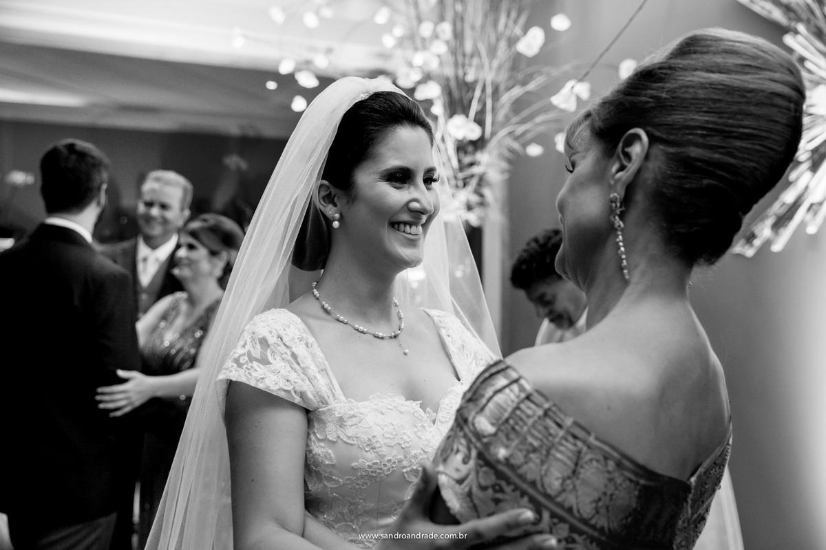Cumprimento dos noivos com os pais, apos a troca das alianças