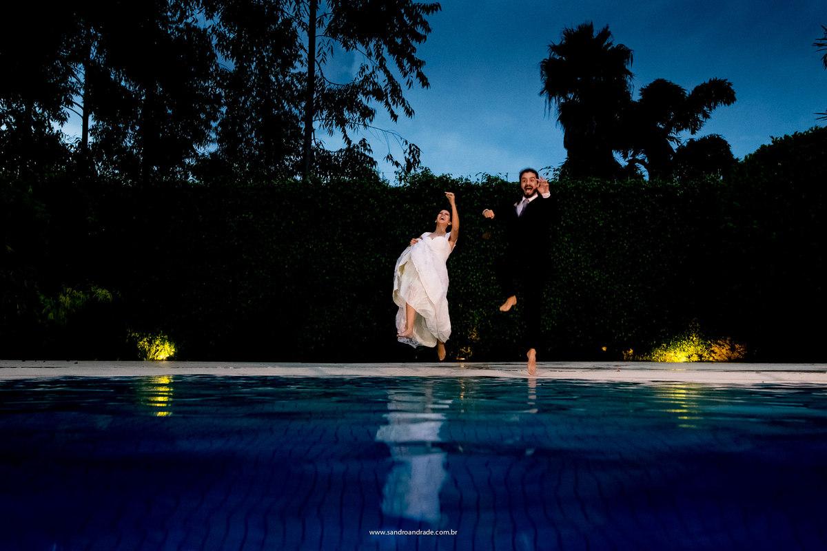 Agora acabou as fotografias formais, vamos a saltos e mais saltos na piscina para registro de Sandro Andrade