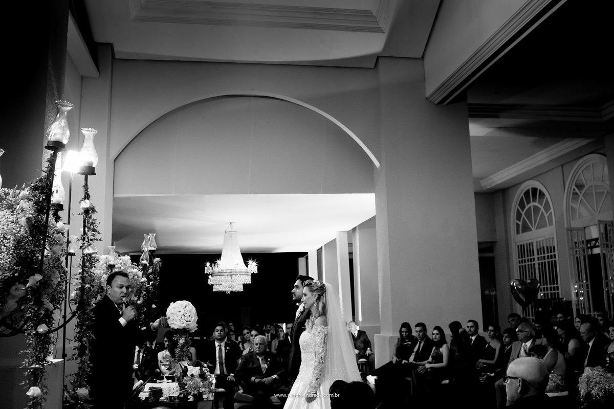 Fotografia da cerimonia de casamento de Isabela e Bruno no Espaço da Corte, um registro de Sandro Andrade um fotografo de excelencia e com um talento que vem de DEUS.