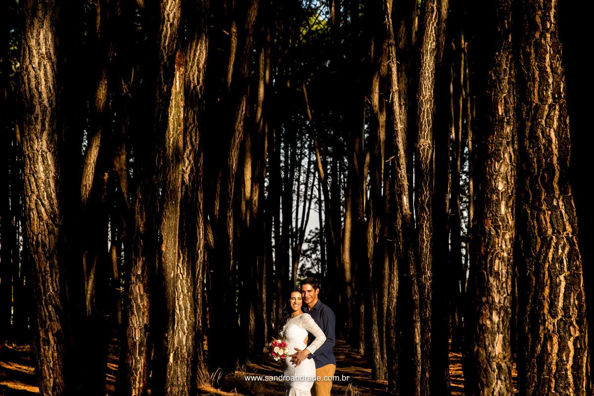 Lindos e apaixonados, Jessica e Leoni posam para o fotografo de casamentom em brasila - df Sandro Andrade
