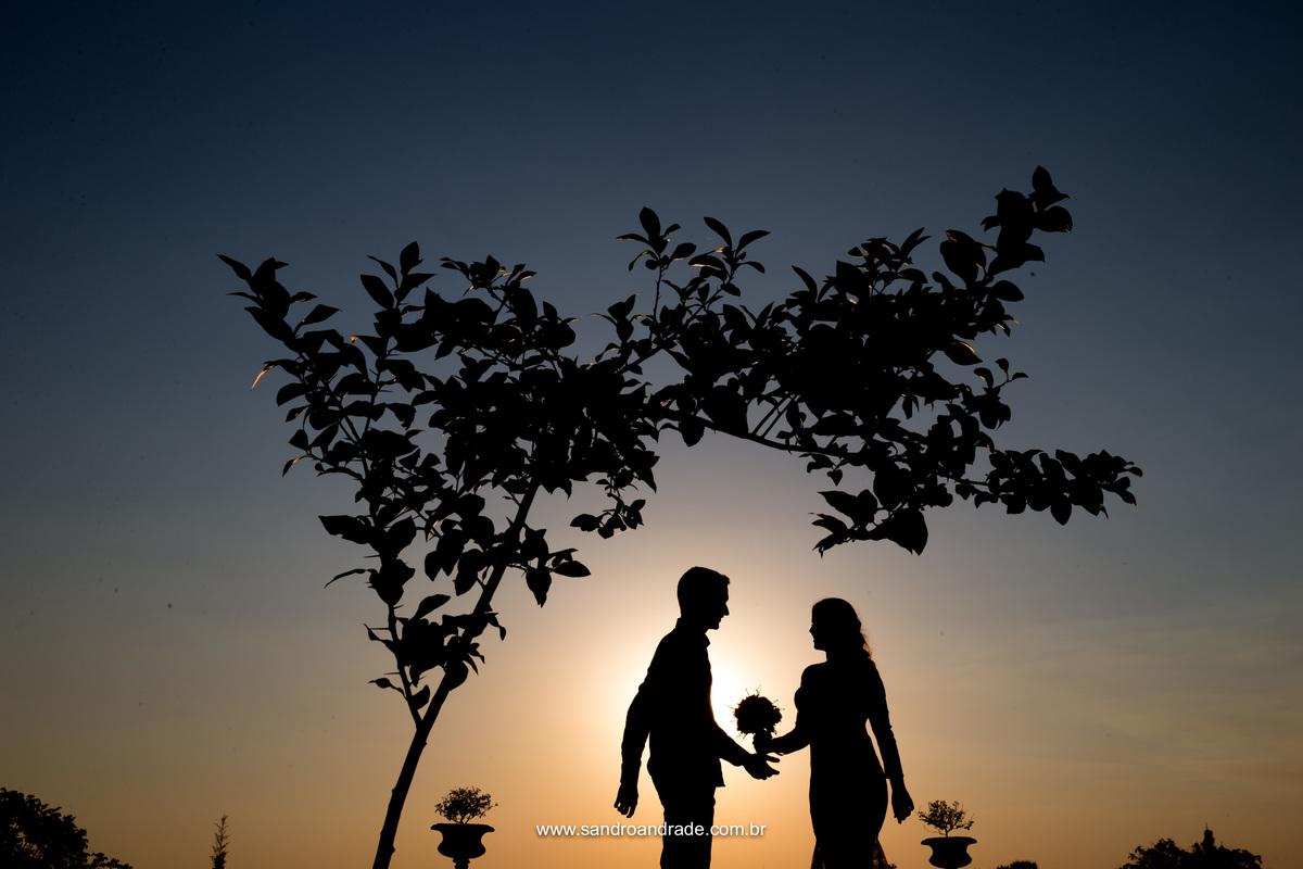 Mais uma belissima e perfeita silhueta do casal, com um lindo por do sol, na Villa Giardini.
