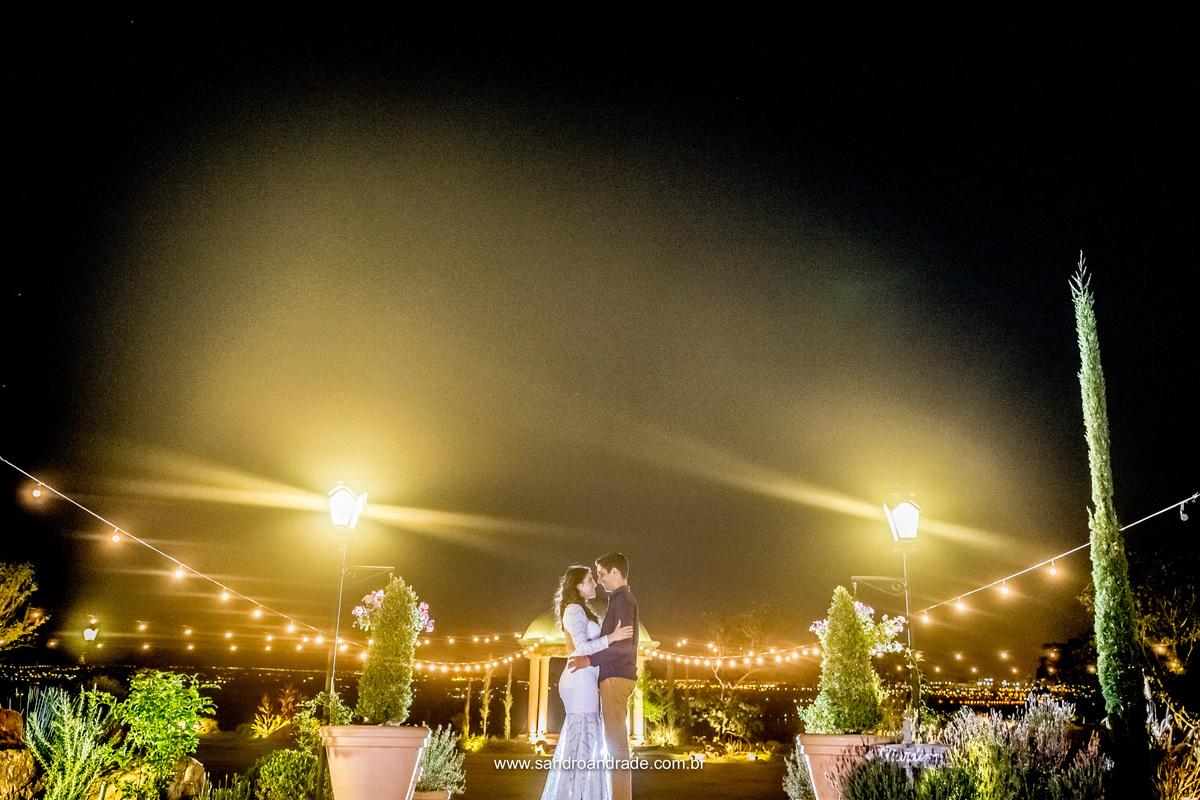 Um registro inusitado e diferente, os efeitos da luz na villa e um casal cheio de amor e cumplicidade.