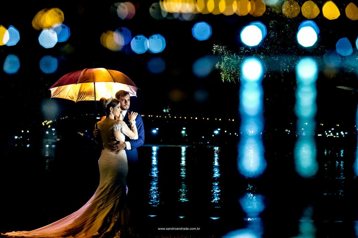 Arte linda, a fotografia permite que você congele um momento, esta fotografia é uma obra de arte em composição, luz, direção e um amor para recordar.