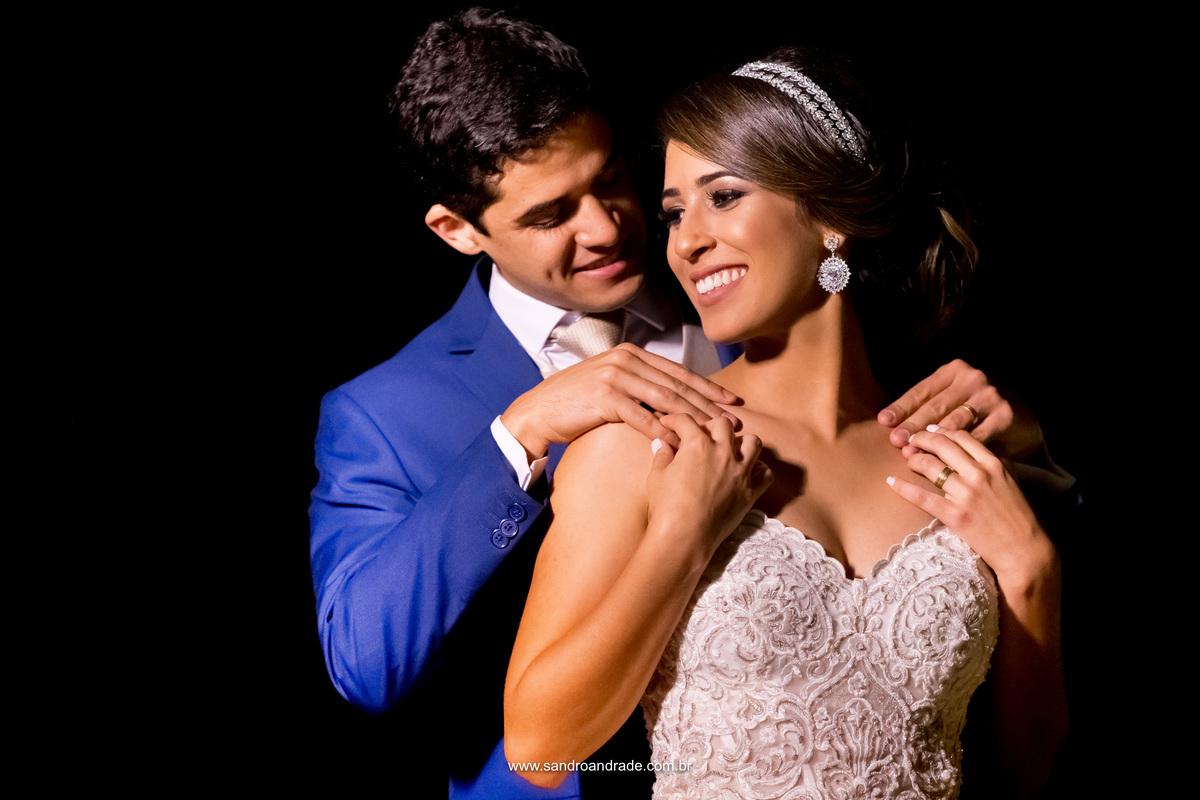 Retrato do casal, um sorriso, um olhar, um toque, um gesto de amor que dizem muitas coisas sem se quer abrir os seus lábios.