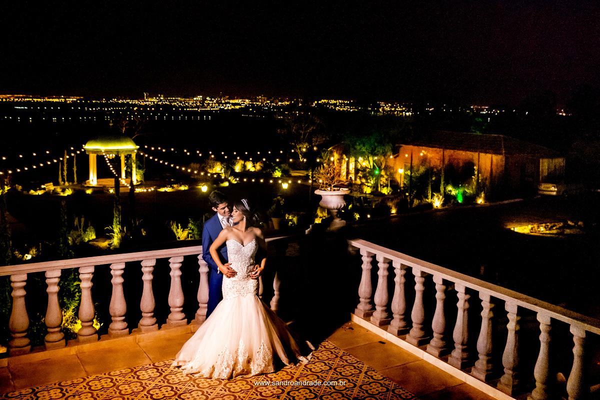 Linda vista aerea da Villa Giardini e esse casal lindo com muito amor e apaixonados.