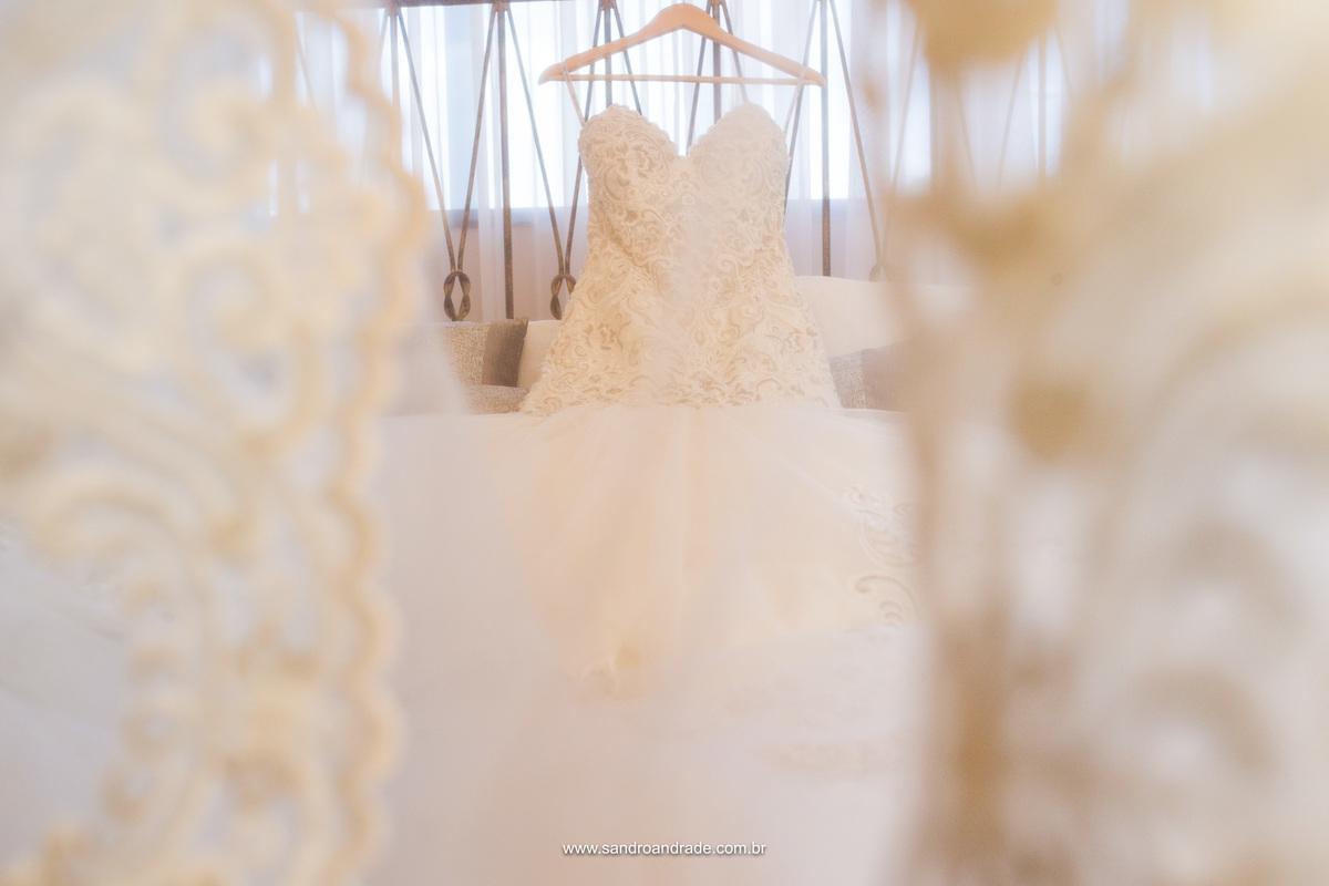 Vestido da noiva em detalhe com a renda,