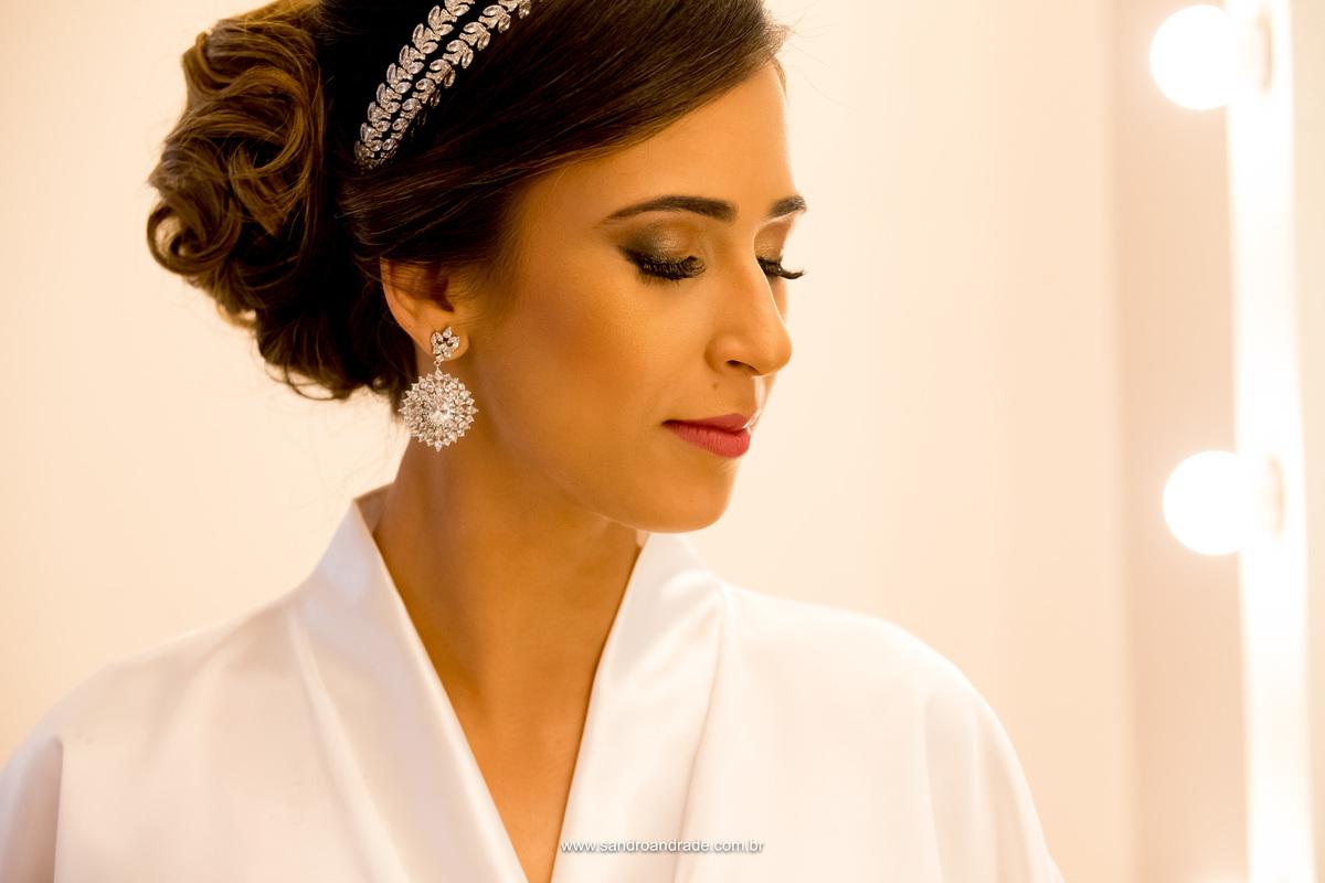Lindo retrato da noiva de perfil, fotografia colorida feita por Sandro Andrade fotografo de casamento em Brasilia
