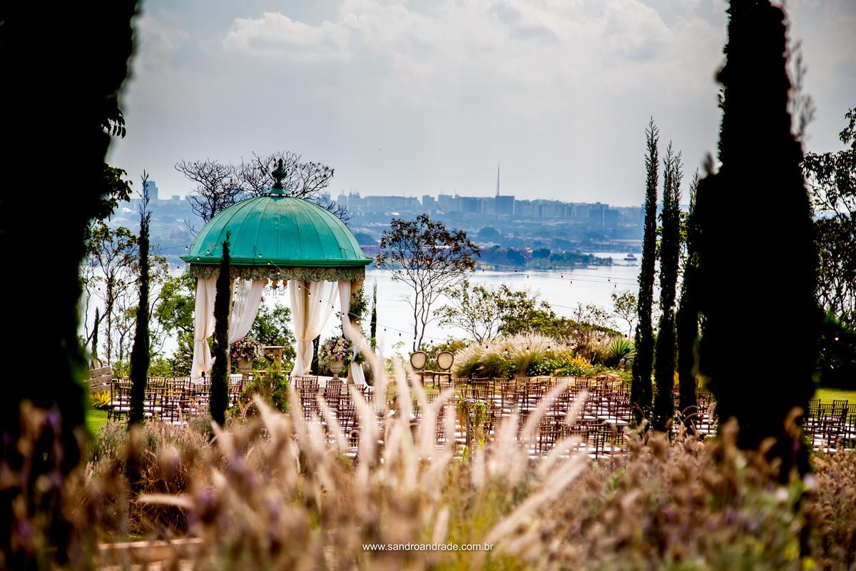 Lindo detalhe do local da cerimonia a beira do Lago Paranoá em Brasilia, Villa Giardini fotografia de Sandro Andrade fotógrafo de casamentos Brasilia.