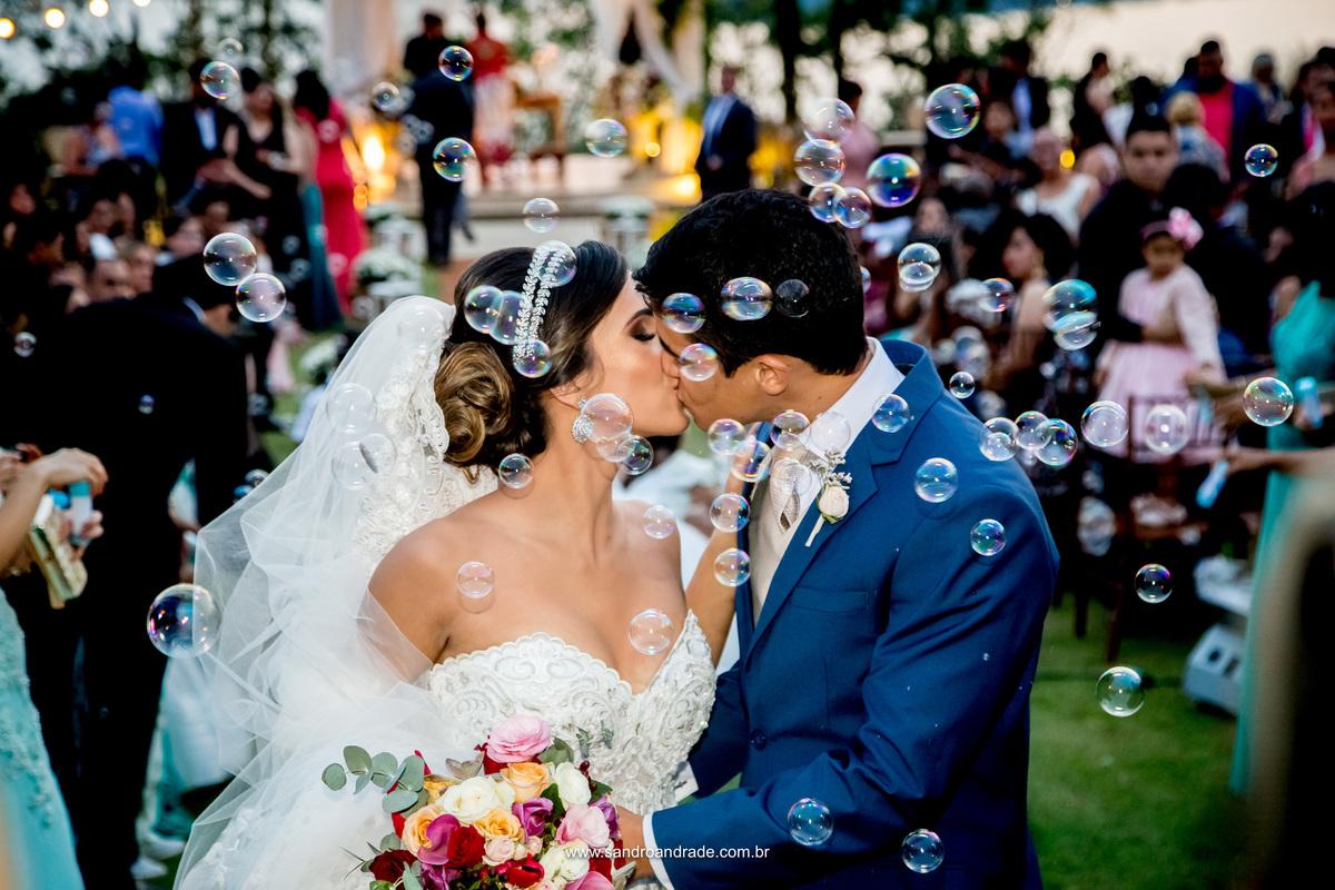 O beijo, um beijo diz muitas coisas, várias palavras ao mesmo tempo com apenas um gesto, sem dizer uma palavra se quer.