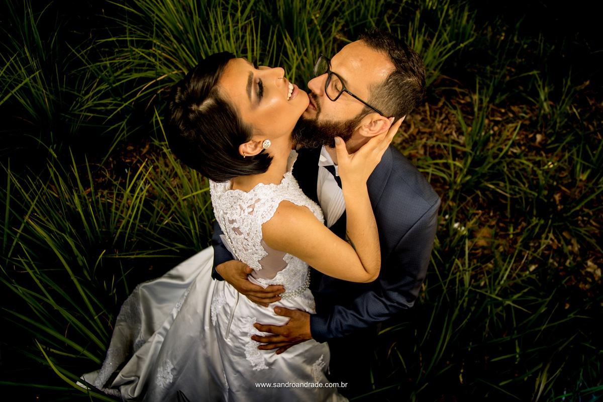 Um beijo meu e o sorriso teu, elementos que se completam nesta linda fotografia.