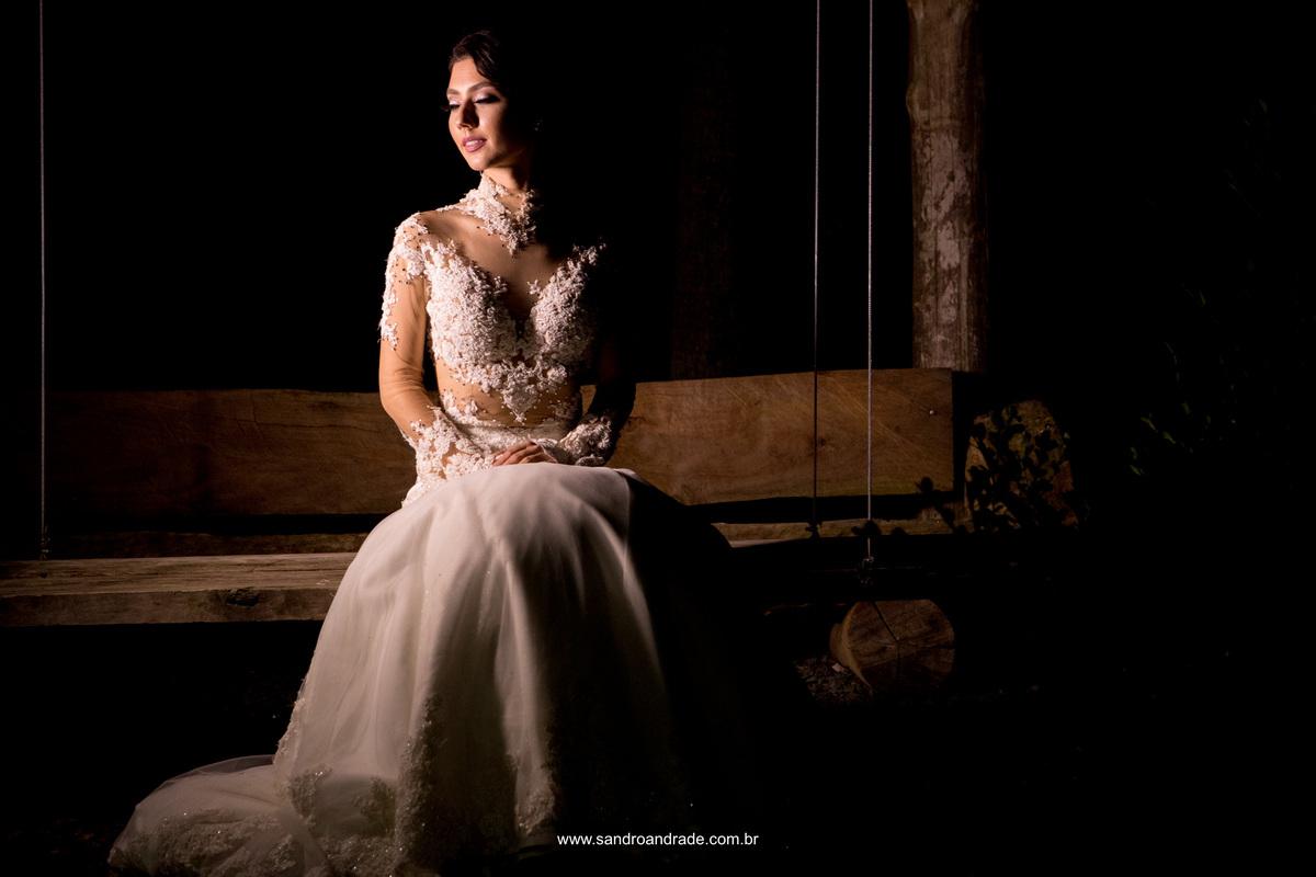 E para finalizar esta belissima coleção de fotos realizadas no Workshop Detalhes em Araranguá - SC, uma fotografia colorida da noiva de olhos fechados, linda e delicada com uma luz trabalhada muito bonita.