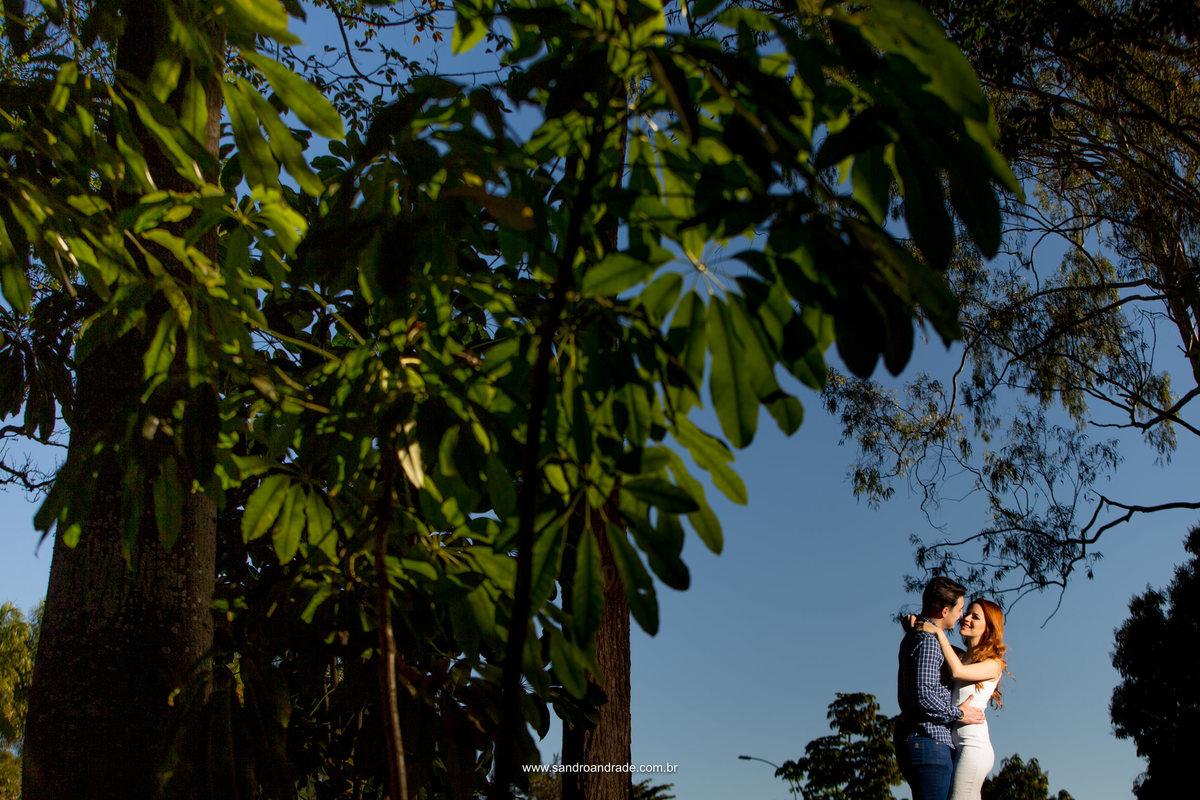 Leticia e Guilherme modelando para as lentes do artista da fotografia brasileira, Sandro Andrade.