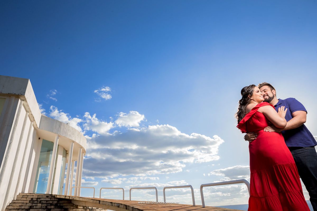 Helena e David, ensaio romântico lindo, muitas cores e um lugar maravilhoso. registro feito pelo fotografo de casamentos no DF.