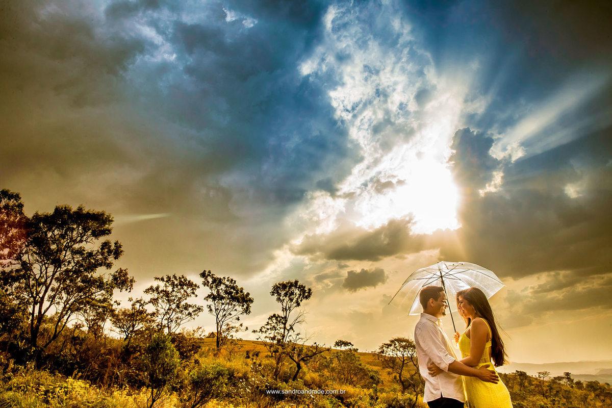Na chuva ou em baixo do sol, meu amor é você. Linda fotografia, com céu deslumbrante.